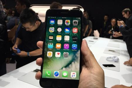 Apple rides on strong iPhone 7 Plus sales, beats Wall Street expectations
