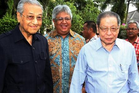 Issue of forex losses a 'diversion': Dr M