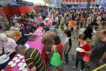 6,000 celebrate chap goh mei at temple
