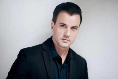 Singer Tommy Page dies at 46