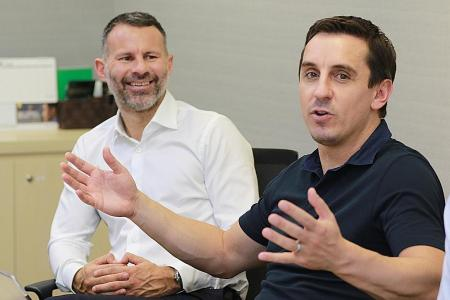 Giggs and Neville to play in Singapore