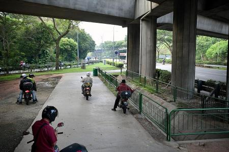 Bikers still stopping at road shoulders