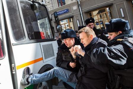 Kremlin critic jailed for protests