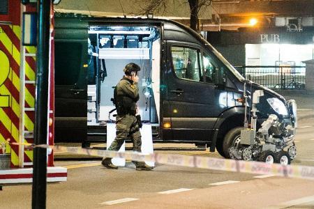 Police detonate 'bomb-like device' in Oslo