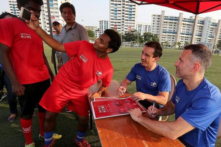 Giggs, Neville visit Home football clinic