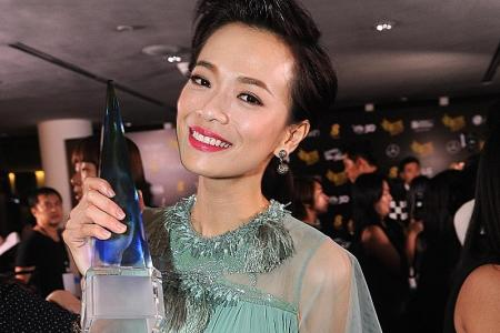 Felicia Chin goes from near-naked to conservative at Star Awards