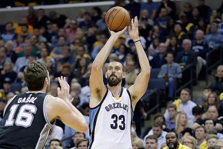 Grizzlies' Gasol sinks last-gasp winner to tie series with Spurs