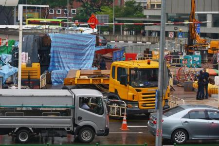 Crane collapses at Outram Road