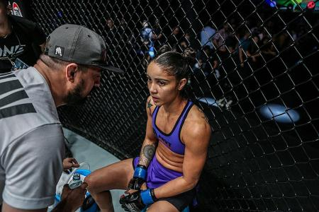 Nunes eyes Lee's scalp in atomweight title fight