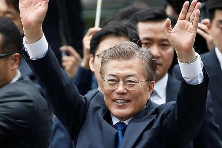 Moon to visit N. Korea 'if circumstances right'