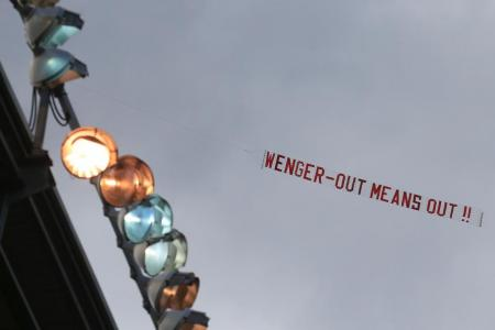 Wenger shoots down plane protest