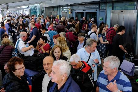 BA chief won't resign over disruptions