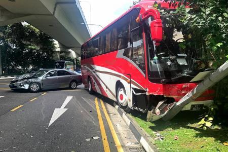 Driver hurt in collision at Telok Blangah road