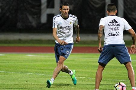 Fans turn to di Maria in Messi's absence