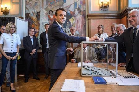 Macron set for parliamentary majority
