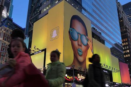 Snap sinks to IPO price for first time since market debut