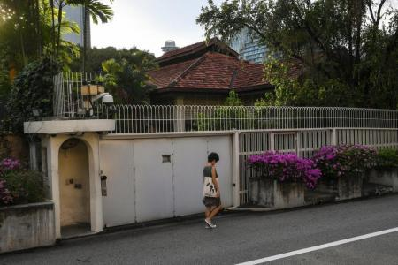 Lees' quarrel should be private matter, say most polled
