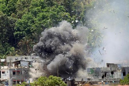 Army renews attacks as Hari Raya looms