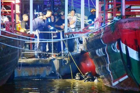 Search on for man who fell into Singapore River