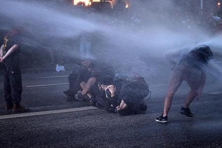 Protesters, cops clash before G-20 summit