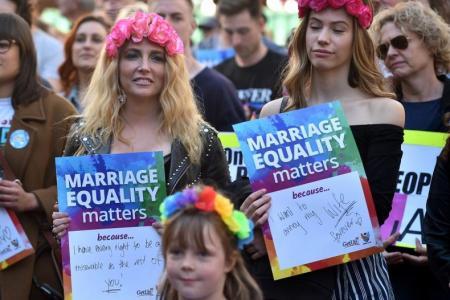 Postal vote on gay marriage sparks Aussie debate