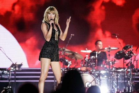 Taylor Swift wins groping trial, awarded symbolic US$1