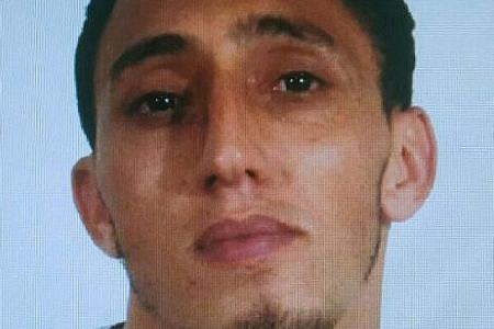 Brother of wanted suspect turns himself in to police