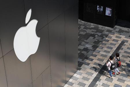 Apple, Samsung under pressure to wow fans