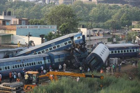 Train crash kills 23 in India