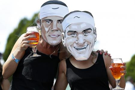 Federer and Nadal on course for classic clash