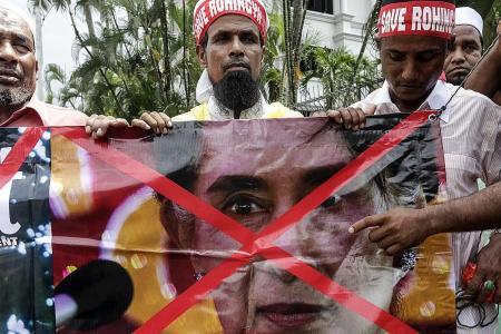 Tutu urges Suu Kyi to act on Rohingya crisis
