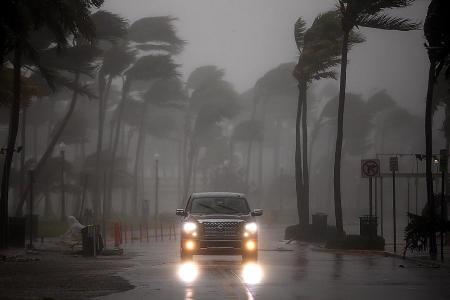Deadly Irma slams into Florida