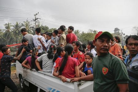 Thousands flee as eruption fears mount in Bali