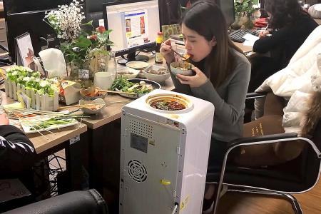 China's 'office chef' a global hit
