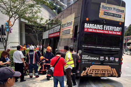 4 injured after bus crashes into walkway in Bedok