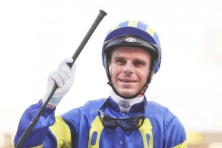 3 jockeys and 8 rookies granted licences until end of year
