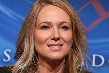Singer Jewel shares tools to 'help people with their pain'