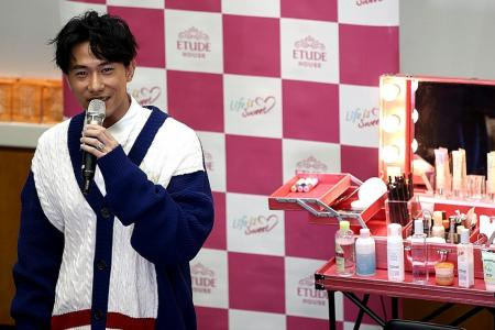 Make-up, skincare not just for women: Actor Desmond Tan
