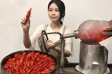 China's office chef Internet sensation is dreaming big