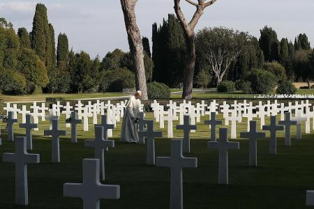 Pope Francis prays for end to all wars