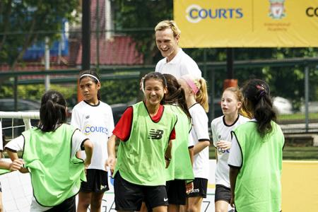 Hyypia woos kids at football clinic
