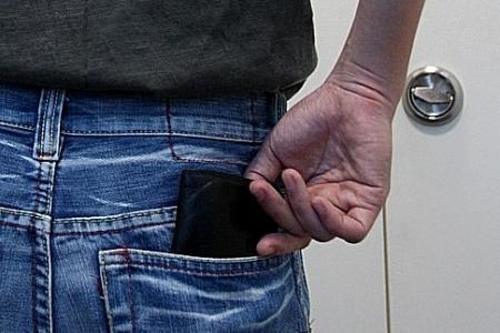 Pick-pocket crime down, but police warn of spike during festive season