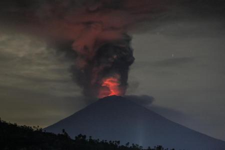 59,000 travellers stranded in Bali as Mt Agung erupts
