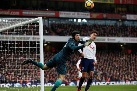 Cech confident Arsenal are still in title hunt