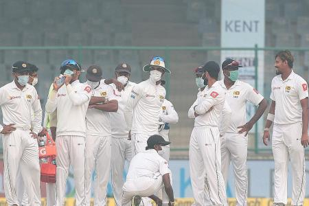 Doctors concerned as cricketers in New Delhi choke in smog