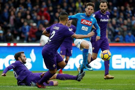 Napoli blow chance to go top of Serie A