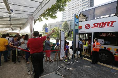 More staff, buses during first of 2 full day SMRT closures