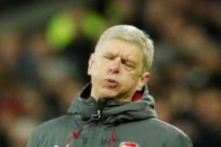 Arsene Wenger not giving up on Premier League title yet