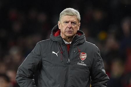 Wenger to stick with four-man defence