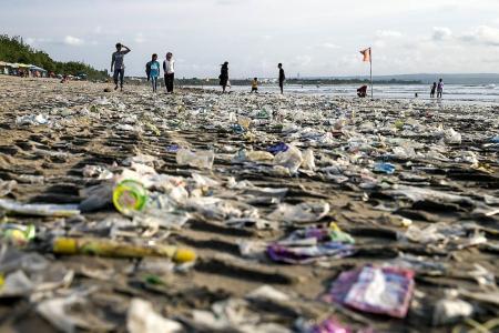 Bali beaches turn into  seas of garbage